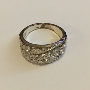 Jewelry - ⭐️ 3 for $10 - Sparkly silver ring
